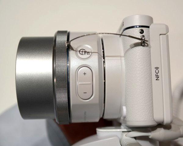 Камера Samsung NX3300