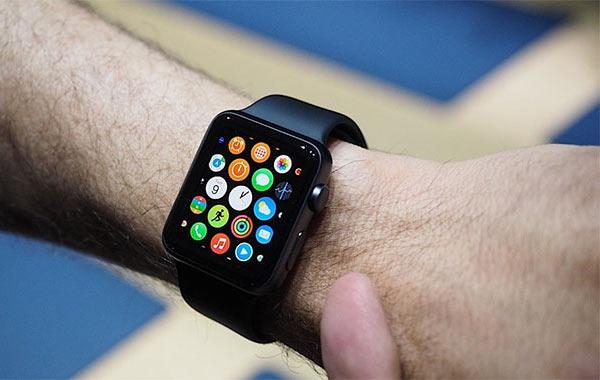 Назван срок начала продаж умных часов Apple Watch