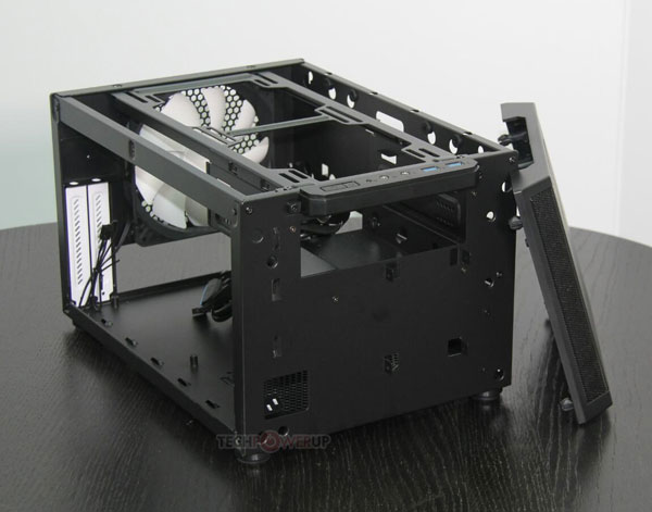 Корпус Fractal Design Core 500 рассчитан на платы типоразмера mini-ITX
