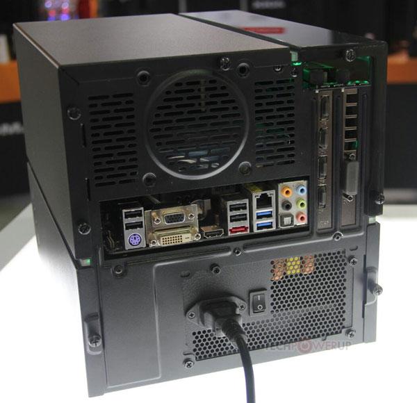 Отсек для 3D-карты в корпусе DeepCool GamerStorm Cube изготовлен из тонированного пластика