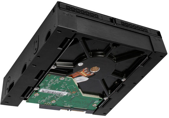 Отсеки типоразмера 2,5 дюйма в ExpressCage MB322SP-B поддерживают горячую замену накопителей