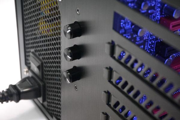 Корпуса со стеклянными стенками сведены в серию Lian Li PC-O
