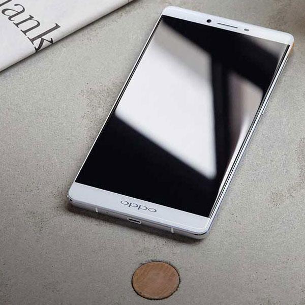 ���� Oppo R7 �������� ����� $400, Oppo R7 Plus � $480