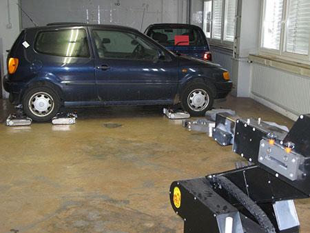 Роботы AVERT запаркуют автомобиль аккуратно и точно