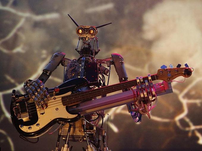 Рок-группа роботов Compressorhead сбирает средства на создание вокалиста и запись первого студийного альбома