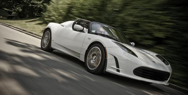 До появления Tesla Model S компания Tesla Motors выпустила электрокар Tesla Roadster, который продавался в 2008-2012 годах по цене около 110 тыс. долларов