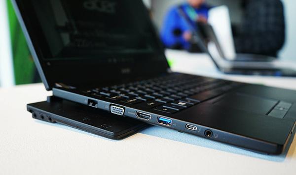 Acer TravelMate P658