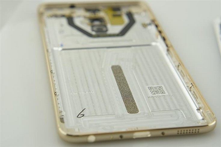 Разобрать смартфон Meizu Pro 6 Plus оказалось достаточно просто