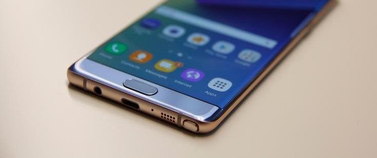 Samsung намерена оснащать изогнутыми дисплеями смартфоны семейства Galaxy A