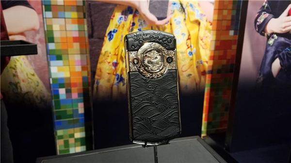 Китайский смартфон 8848 Titanium Mobile стоит дороже «Айфона»
