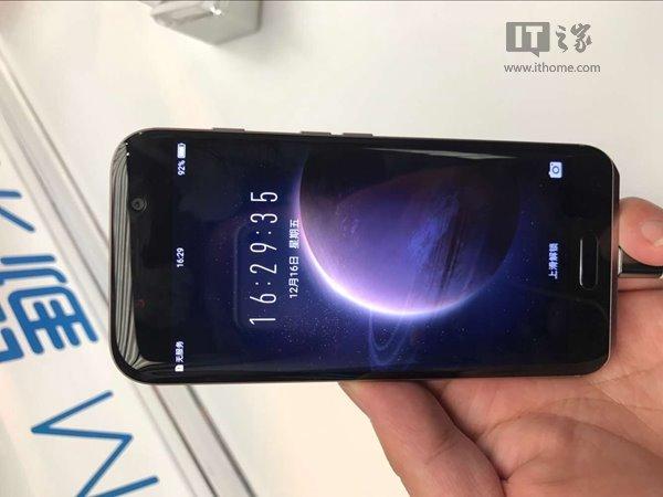 Huawei представила смартфон сграфеновым аккумулятором иискусственным интеллектом