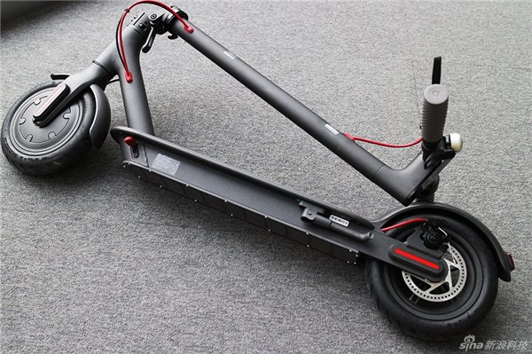 Xiaomi представила «умный» электрический самокат Mi Electric Scooter за $290