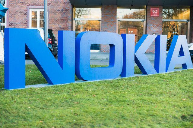 Nokia подала иски против компании Apple в 11 странах, обвиняя ее в нарушении 40 патентов