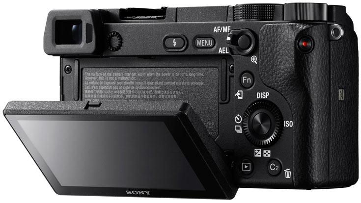 Беззеркальная камера Sony a6300 формата APS-C имеет 425 точек фокусировки и поддерживает съемку видео 4К