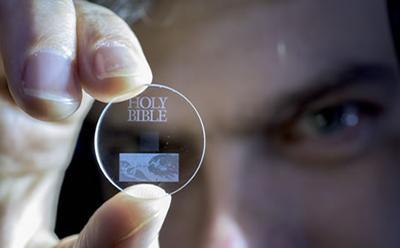 Учёными Саутгемптонского университета создан носитель способный хранить данные на протяжении 14 млрд лет