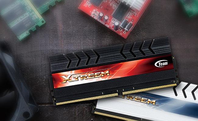 Модули памяти Team Group Xtreem DDR4-4000 объемом 4 ГБ работают с задержками CL18-22-22-40