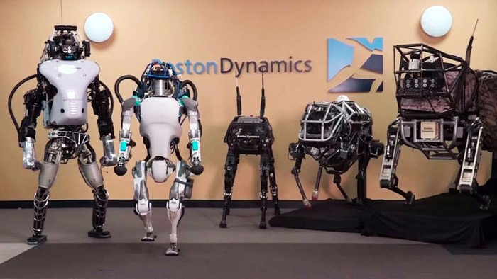 Новый робот Boston Dynamics Atlas умеет открывать двери и подниматься с пола