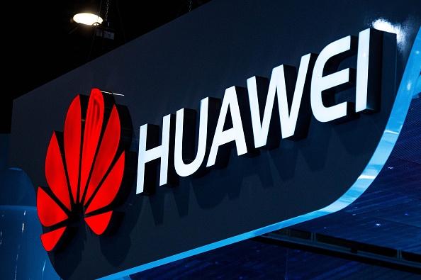 По слухам, смартфон Huawei P9 будет выпущен в четырех вариантах, анонс состоится в марте