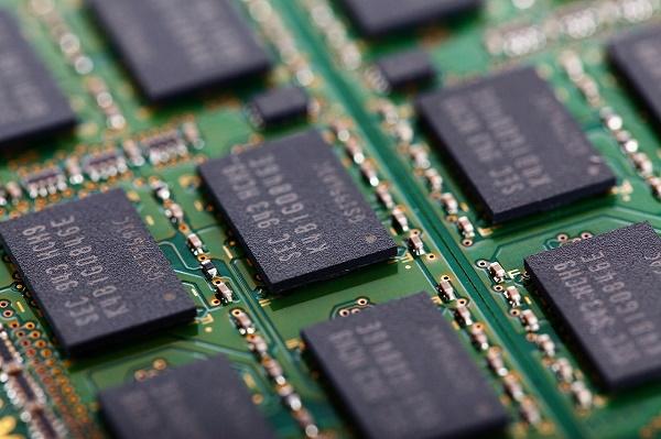 Контрактные цены на память типа DRAM стабилизировались; аналитики ожидают рост