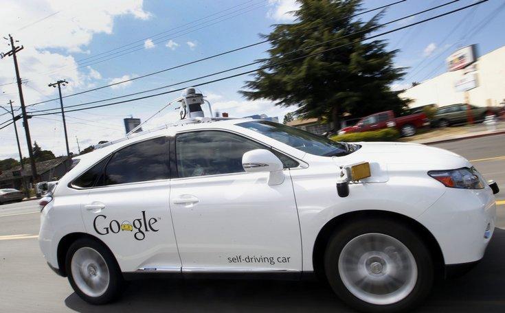 Одна из беспилотных машин Google попала в аварию частично по своей вине