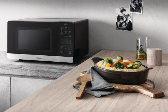 Микроволновая печка Hotpoint Chef Plus оснащена грилем