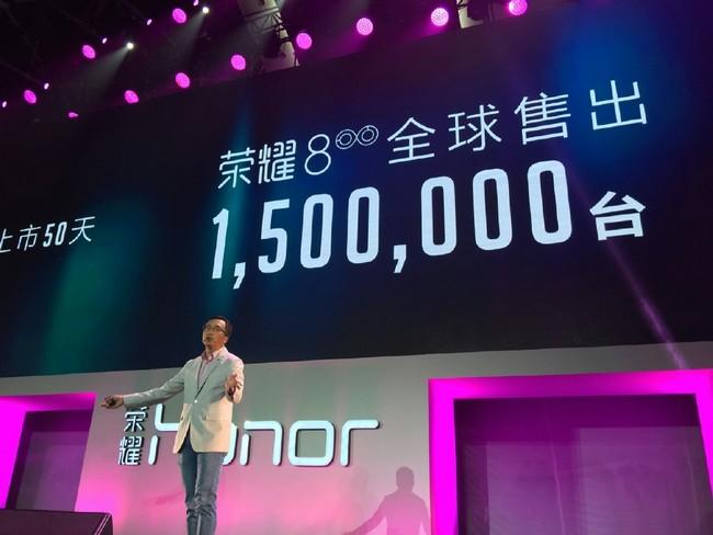 Топовый Huawei Mate 9 спарной камерой нарендере