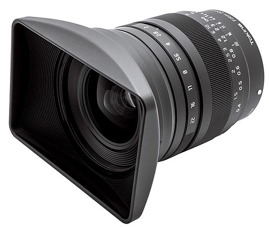 В комплект объектива Tokina FiRIN 20mm F2 FE MF входит прямоугольная бленда