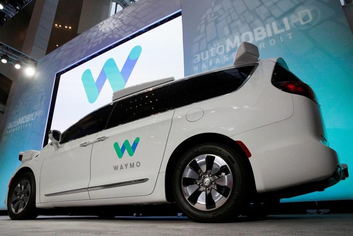 Google запатентовал автомобильный корпус, который «смягчается» при столкновении счеловеком