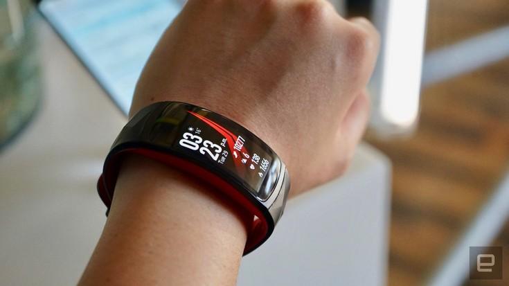 представлен браслет Samsung Gear Fit2 Pro