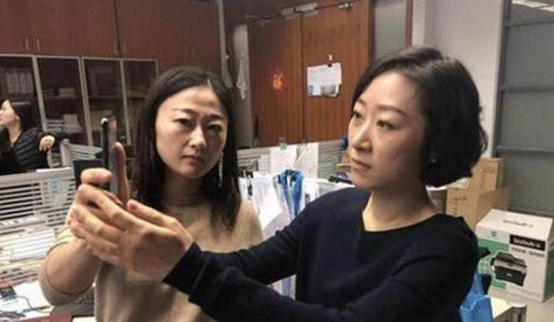 Китаянка разблокировала iPhone Xлицом коллеги