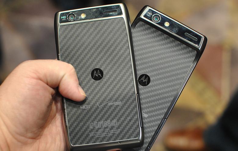 HTC и Motorola не замедляют свои смартфоны