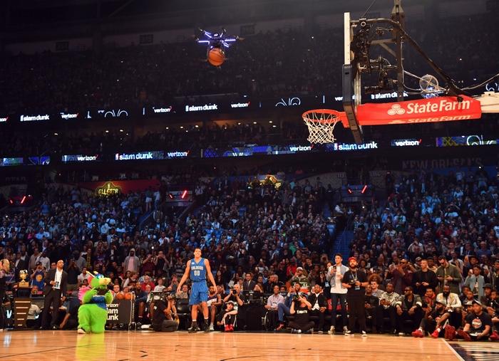 Intel создала дрон, который принял участие в конкурсе по броскам сверху НБА
