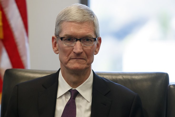 Apple рассматривает правовые варианты для противостояния иммиграционному запрету президента США