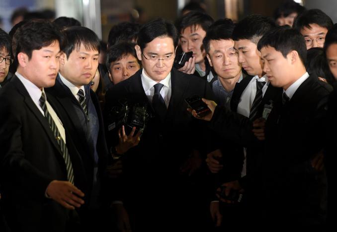 Прокуратура добиралась ареста фактического главы Samsung