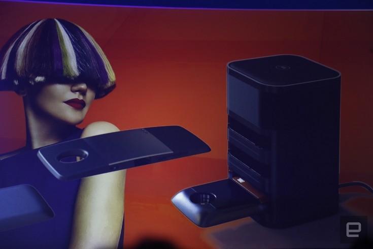 Lenovo показала множество различных модулей для смартфонов Moto Z. Один из них позволяет установить четыре дополнительных карты SIM