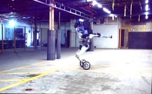 Робот Handle производства Boston Dynamics позаимствовал принцип перемещения угироскутеров
