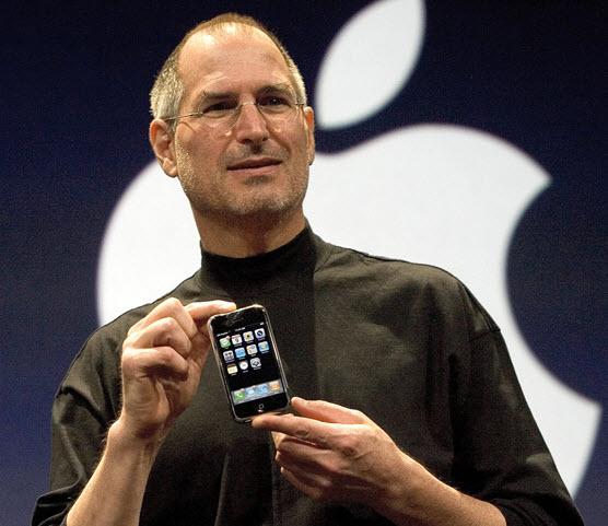 10 лет назад Стив Джобс представил iPhone