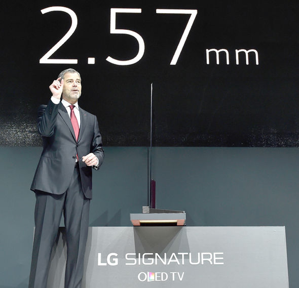 Толщина телевизора LG Signature OLED TV W составляет 2,57 мм