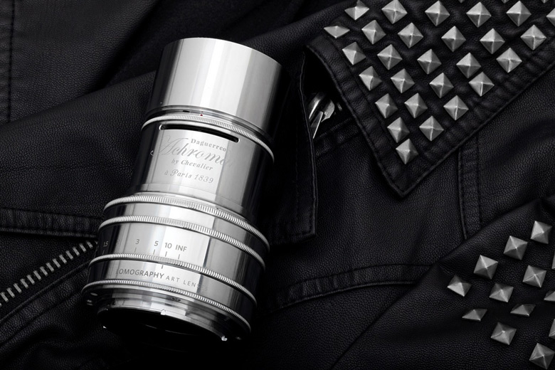 Оптическая схема объектива Lomography Daguerreotype Achromat 2.9/64 включает два элемента в одной группе