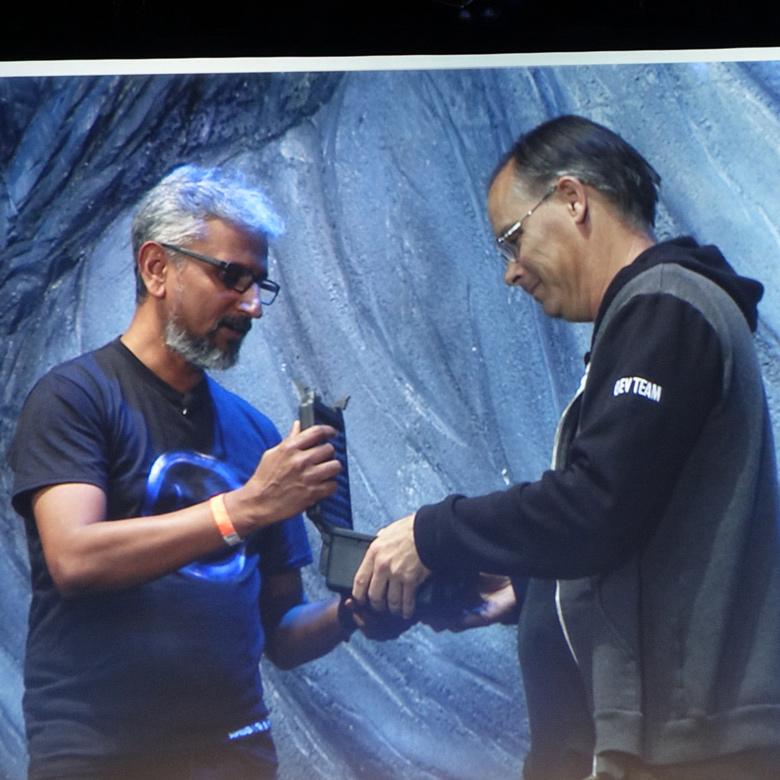 В оформлении RX Vega Nano прослеживается сходство с моделью RX Vega 64 Limited Edition