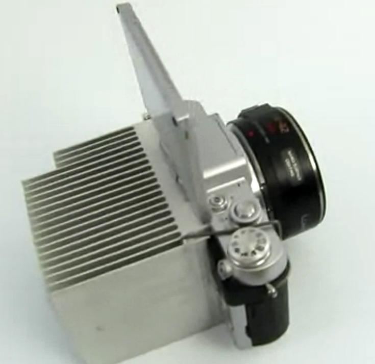 Чтобы отвести тепло, на камеру Panasonic Lumix DMC-GF7 можно установить радиатор