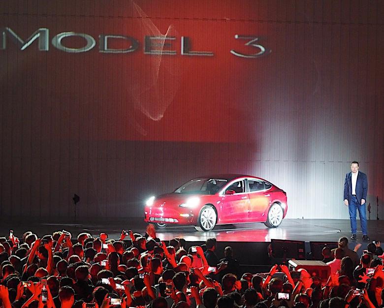 Model 3 — первый электромобиль Tesla массового сегмента