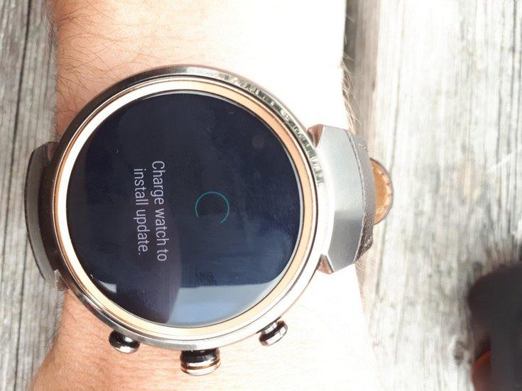 Asus выпустила обновление до Android Wear 2.0 для умных часов ZenWatch 3, но не для ZenWatch 2