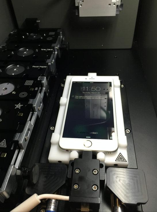 Важная особенность машины заключается в том, что она позволяет заменять дактилоскопические датчики