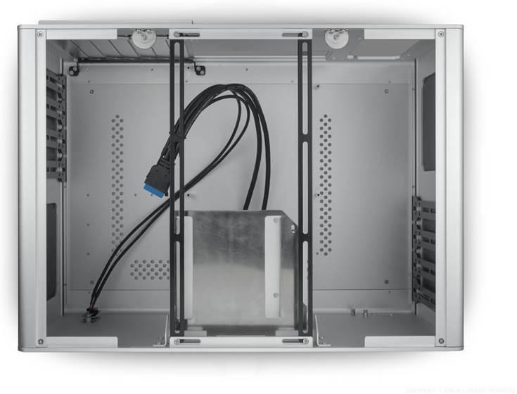 Доступно два варианта Streacom F12C Optical — серебристый и черный