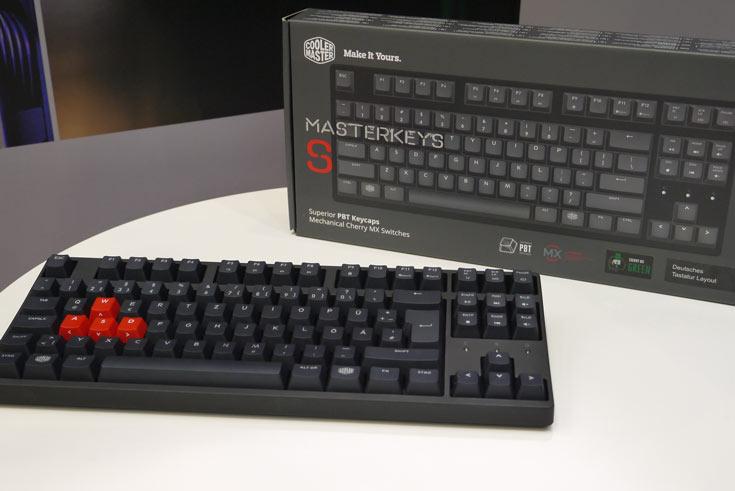 Завершают рассказ о павильоне CoolerMaster снимки клавиатуры Mastrekeys S, адресованной компьютерным энтузиастам