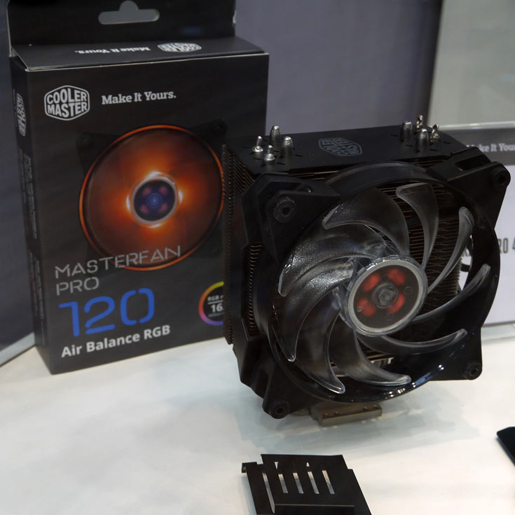 Вентиляторы MasterFan Pro типоразмера 120 и 140 мм оснащены многоцветной подсветкой