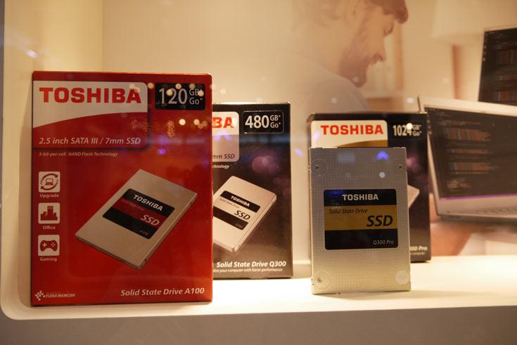 Предлагает Toshiba твердотельные накопители и под собственной маркой, такие как Toshiba A100, Toshiba Q300 и Toshiba Q300 Pro