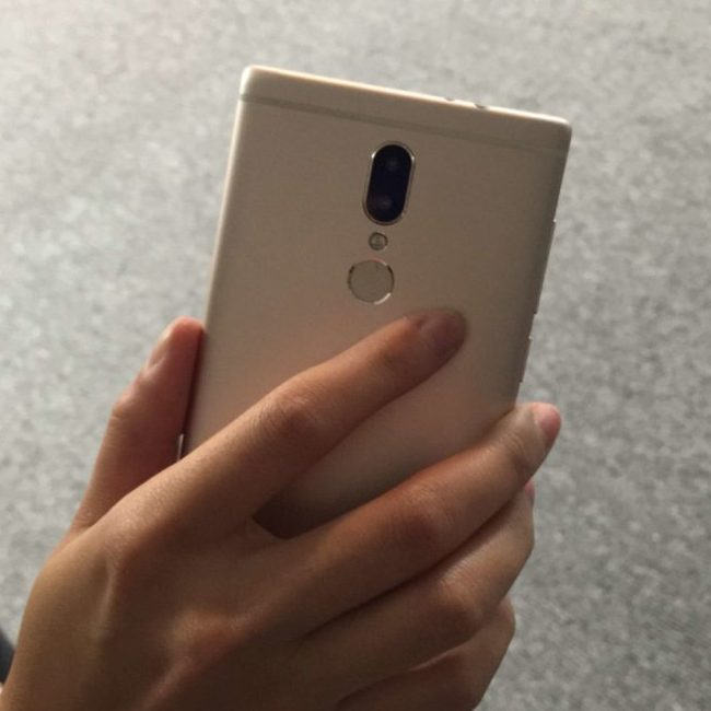 Новый флагман Umidigi C Note похож на Xiaomi Mi Mix, но имеет сдвоенную камеру