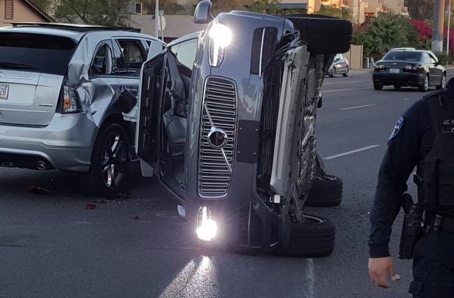 Uber приостановила тестирование беспилотных автомобилей после крупной аварии